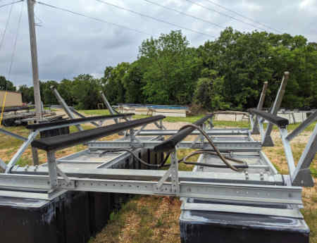 Used boat lift for sale: 10,000 lb LT by Lotolift