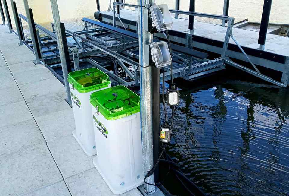 Heavy duty side-mount boat lift with remote control boxes