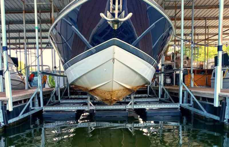 Front view of a boat with scum on the hull from not being on a boat lift